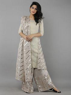 64 Ideas For Dress Nigth Wedding Robes Pakistani Dress Design, Pakistani Dresses, Pakistani Suits, Bridal Anarkali Suits, Indian Attire, Indian Outfits, Indian Designer Outfits, Designer Dresses, Designer Punjabi Suits