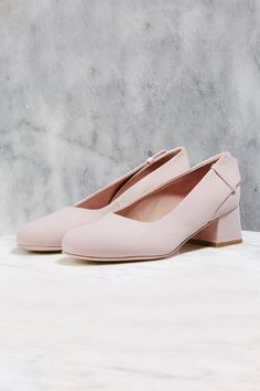 The court shoe comes classically refined in this luxe pink suede pair.