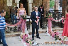 Στολισμός γάμου μέ σάπιο μήλο σε κλασικό ύφος καί ρομαντικές vintage πινελιές, σε τόνους του ιβουάρ και ροζ σάπιο μήλο με τα τριαντάφυλλα Bridesmaid Dresses, Wedding Dresses, Mermaid, Formal Dresses, Vintage, Decor Ideas, Weddings, Fashion, Wedding Decoration