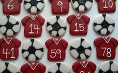 Soccer Cookies Soccer Cookies, Cute Cookies, Cookie Ideas, Sports, Desserts, Cards, Football Cookies, Hs Sports, Tailgate Desserts
