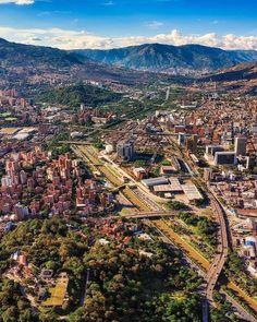 """◐ IDENTIDAD PAISA ◐ en Instagram: """"Desde Medellín los invitamos a cuidarse y respetar el toque de queda, todas estas medidas no tienen otro objetivo que proteger nuestra…"""" Grand Canyon, City Photo, Nature, Travel, Instagram, Goal, Parks, Identity, Norte"""