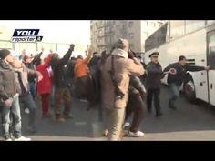I manifestanti del Movimento dei Forconi tornano a piazza Loreto e hanno bloccato l'area. Nella mattinata poi gli scontri sono avvenuti con i tifosi dell'Aiax http://tuttacronaca.wordpress.com/2013/12/11/scontri-a-milano-tra-forconi-e-tifosi-ajax/