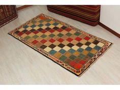 Tappeto Gabbeh persiano! Un tappeto bellissimo e morbidissimo con un disegno geometrico e fatto interamente a mano! 100%Lana. Dal listino viene2000¤...