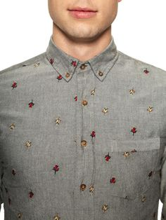 Floral aren't just for the ladies. try them an embroidered patterns on slim-cut tops. Men's Fashion, Mens Fashion Blog, Fashion News, Mens Style Guide, Men Style Tips, Camisa Floral, Sports Shirts, Big Shirts, Well Dressed