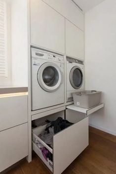 Best Small Farmhouse Laundry Room Design Ideas To Look Bigger Laundry Room Layouts, Small Laundry Rooms, Laundry Room Organization, Laundry Room Storage, Laundry In Bathroom, Washroom, Laundry Cupboard, Laundry Room Cabinets, Laundry Hamper