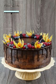 Čokoládová torta s ovocím - Chocolate Cake and Fruits Cake Art, Chocolate Cake, Acai Bowl, Serving Bowls, Cake Decorating, Cakes, Fruit, Cooking, Breakfast