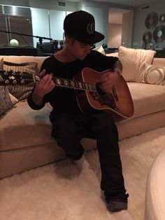 Justin Bieber Sings 'Nothing Like Us' & MJ''s 'The Way You Make Me Feel'