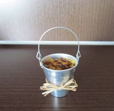 Mini balde em alumínio, vazio. Decorado com laço e cartão de agradecimento. Pedido mínimo 10 unidades. R$ 6,10