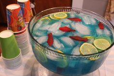 Bubble Guppies Under the Sea Party Ideas/ blue haiwian punch with lemonade. 4th Birthday Parties, Birthday Fun, Birthday Ideas, Mermaid Birthday, Frozen Birthday, Birthday Celebration, Festa Frozen Fever, Hawaian Party, Bubble Guppies Birthday