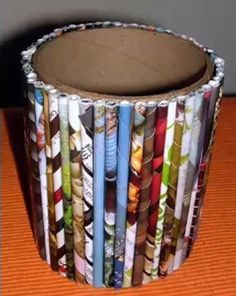 Can do with pencils and rolled up magazine page's. Upcycled Crafts, Diy Home Crafts, Recycled Art, Arts And Crafts, Magazine Beads, Magazine Crafts, Roller Design, Paper Plate Crafts For Kids, Angel Crafts