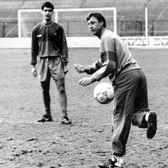 Cruyff, the coach, showing off his skills to his disciple, Pep Guardiola.
