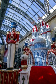 Looking for things to do in Las Vegas in winter? Look no further that the holiday 2018 display at Bellagio Conservatory & Botanical Garden. Las Vegas In December, Bellagio Conservatory, Stuff To Do, Things To Do, Knight Games, Vegas Golden Knights, Winter Looks, Night Club, Display