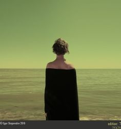 Egor Shapovalov - Fotografie tra minimalismo e solitudine Photomontage, Surrealism Photography, Art Photography, Ligne D Horizon, Carl Spitzweg, Foto Portrait, Portrait Shots, Between Two Worlds, Inspire Me Home Decor