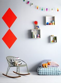 Like it how this wall is both minimalist and decorative