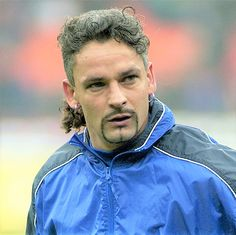 Football Field, Football Shirts, Sports Birthday, 40th Birthday, Milan Wallpaper, Roberto Baggio, Ballon D'or, Sports Personality, Association Football