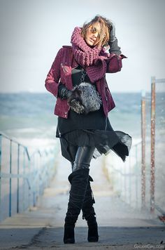 over knee boots - & try this look WOW -mythical style pirate emerges from the sea, fabulous photo Neo Grunge, Grunge Style, Soft Grunge, Grunge Outfits, Grunge Boots, Grunge Fashion, Casual Outfits, Casual Boots, Date Outfit Fall
