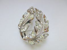 Vintage Trifari White Rhinestone Silvertone Brooch    This beautiful piece is in excellent condition.    It dates between late 1950s-1960s. It