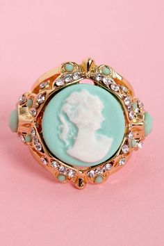 Lady in Waiting Gold Cameo Ring