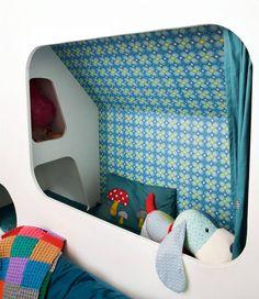 ENKEL Å LAGE: Antons hule er laget av en MDF-plater som er skrudd fast i veggen. Her er det gøy å lage teater! Toddler Bed, Barn, Room, Furniture, Home Decor, Child Bed, Bedroom, Converted Barn, Decoration Home