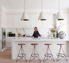 Modern Kitchen Interior nice bar stools 7 Kitchen Trends to Consider for your Renovations: White Marble Everywhere Kitchen Interior, Shaker Style Kitchens, Top Kitchen Trends, Kitchen Trends, Kitchen Remodel, Home Kitchens, Kitchen Styling, Kitchen Renovation, White Kitchen Design