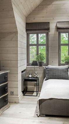 30 Unique Bonus Area Suggestions for Your Home Rustic House, House Interior, Beautiful Interiors, House, Home, Log Homes, Classic Bedroom, Home Decor, House Exterior