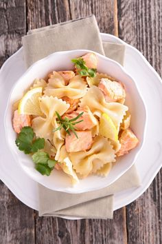 This one's a kid favourite! Cook cubed salmon in olive oil and garlic, add lemon juice, and toss with pasta. Tip: for an added health bonus, try whole grain pasta. Salmon Pasta, Pasta Noodles, Healthy Alternatives, Tossed, Allrecipes, Cooking Tips, Olive Oil, Seafood, Garlic