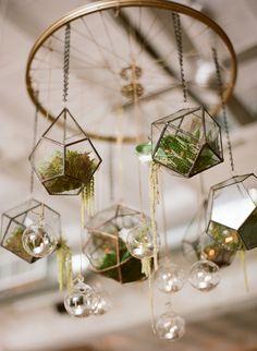 2019 Modern Wedding Trend: Terrarium Geometric Details & Ideas terrariums wedding chandelier decor v Hanging Plants, Indoor Plants, Hanging Candles, Luminaire Original, Wheel Chandelier, Chandelier Wedding, Floral Chandelier, Terrarium Wedding, Decoration Plante