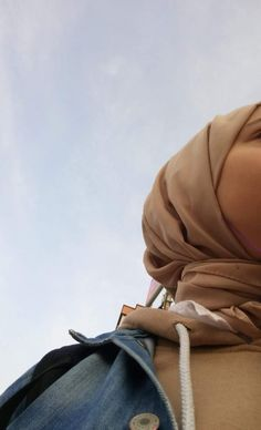 Stylish Hijab, Casual Hijab Outfit, Hijabi Girl, Girl Hijab, Cool Girl Pictures, Fake Girls, Selfie Poses, Beautiful Hijab, Mode Hijab