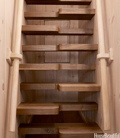 These modern wood steps are perfect for an A-frame, a small boat, small home, etc ... cats would have a blast.!!!