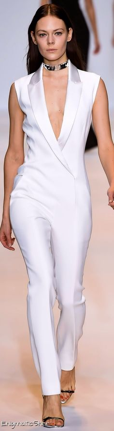Every woman should find a tux inspired jumpsuit! A perfect cocktail dress alternative! White Fashion, Look Fashion, Womens Fashion, Fashion Design, All White Outfit, White Outfits, Smoking Noir, Look Chic, Mode Style