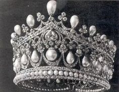 Romanov drop pearl tiara, what a gorgeous one! The pearls are gigantic!