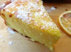Dopo la torta soufflè all'arancia oggi ti propongo la torta souffle al limone senza burro e olio, morbidissima fresca e delicata. ♦๏~✿✿✿~☼๏♥๏花✨✿写☆☀🌸🌿🎄🎄🎄❁~⊱✿ღ~❥༺♡༻🌺<SA Feb ♥⛩⚘☮️ ❋ Best Italian Recipes, Italian Desserts, Favorite Recipes, Torte Cake, Cake & Co, I Love Food, Good Food, Delicious Deserts, Cake Cookies