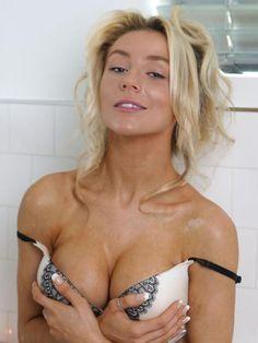 . Courtney Stodden, Types Of Women, Sexy Body, Hot Girls, Pin Up, Short Dresses, Sexy Women, Female, Portrait
