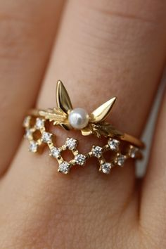 I love this ring stack (the Fairy Companion Ring and the Cosmic Pixel Band of Light) because it looks like Navi flying over a constellation of pixel stars