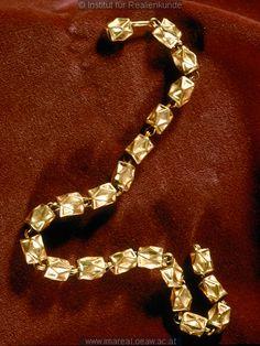 14th-15th century necklace: Kunstwerk: Treibarbeit-Gold ; Schmuck ; Halskette  Dokumentation: 1350 ; 1450 ; St. Pölten ; Österreich ; Niederösterreich ; Stadtmuseum  Anmerkungen: St. Pölten ; Mitt. Numismat. Gesellschaft XV, 1923, S. 233 F