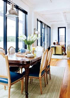 Navy touch. Love the chairs too