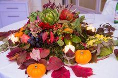 Centrotavola autunnale con frutta e verdura