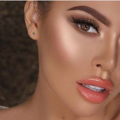 Always looking for new makeup products to create an incredible spring makeup look? Stay on top of what all the guru's and MUAs are using! Get makeup look inspiration from all the latest products released! #makeuplooksnatural #springmakeuplooks
