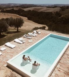 If you're wondering what it's like to live in some of the dreamiest homes in the world, you're in luck! Here are 5 of the world's best holiday homes. Backyard Pool Landscaping, Backyard Pool Designs, Swimming Pools Backyard, Swimming Pool Designs, Small Inground Pool, Small Pools, Small Pool Design, Modern Pools, Dream Pools