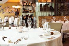 Visioni ed Esperienze nennt Flavio Fermi seine moderne, südländische Küche mit italienischem Flair. Seine Kritiker belohnen dies mit 1 Stern Michelin und aktuell 16 Punkten GaultMillau. Mit täglich frischen und regionalen Produkten verwöhnt er die Gäste mit raffinierten Kompositionen in einer überraschend entspannten und lockeren Atmosphäre. Buon divertimento! Restaurant, Table Settings, Star, Italy, Place Settings, Restaurants, Dining Room