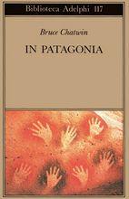 Dopo l'ultima guerra alcuni ragazzi inglesi, fra cui l'autore di questo libro, chini sulle carte geografiche, cercavano il luogo giusto per sfuggire alla prossima distruzione nucleare. Scelsero la Patagonia. E proprio in Patagonia si sarebbe spinto Bruce Chatwin, non già per salvarsi da una catastrofe, ma sulle tracce di un mostro preistorico e di un parente navigatore.