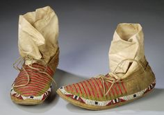 porcupine quilled moccasins | ... Auctions Inc. Image 1 SIOUX QUILLED AND BEADED HIDE WOMEN`S MOCCASINS