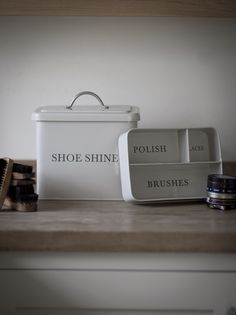 A practical box for storing all your shoe shining equipment.