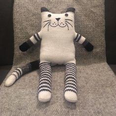 Monochrome wooly kitten available in our Etsy store #cat #kitten #white #blackandwhite #handmade #giftidea #catcushion #cuddlycats #monochromenursery #kidsroomdecor #knitteddecor #etsyuk