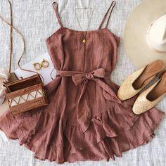 İthal keten kumaş elbise Fiyat 120 TL S M L bedenler Siparis Whatsap abiye me. Cute Casual Outfits, Cute Summer Outfits, Pretty Outfits, Pretty Dresses, Stylish Outfits, Spring Outfits, Casual Dresses, Casual Summer, Teen Fashion Outfits