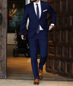 Not sure what to wear to work? No problem! Here are the best menswear outfits and work outfits Blue Suit Men, Navy Blue Suit, Men's Navy Suits, Man In Suit, Suit For Men, Zara Suits, Best Suits For Men, Brown Suits, Estilo David Beckham