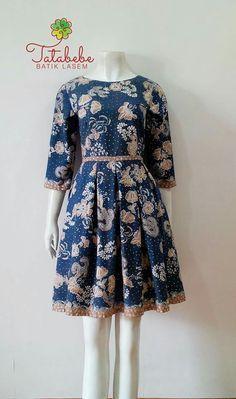 New diy ropa mujer fashion Ideas Batik Blazer, Blouse Batik, Batik Dress, Blouse Dress, Simple Dresses, Pretty Dresses, Casual Dresses, Batik Kebaya, Batik Fashion