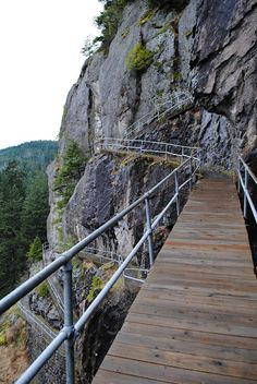 beacon rock trail - columbia river gorge