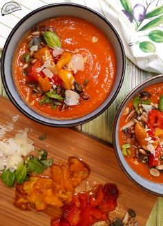 Naan, Thai Red Curry, Chili, Ethnic Recipes, Food, Red Peppers, Chile, Essen, Meals