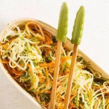 Falso espaguete de cenoura, abobrinha e pupunha